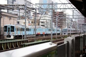 2020年6月21日。西武新宿〜高田馬場。4009Fの上り回送列車(左)と10112Fの163レ。