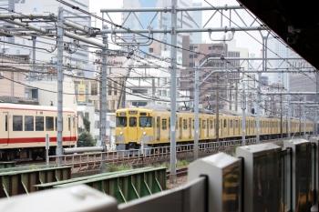 2020年6月27日 10時22分ころ。西武新宿〜高田馬場。10105Fの164レ(左)と2417F+2083Fの1603レ。