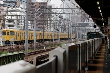 2020年6月27日 10時37分ころ。西武新宿〜高田馬場。2401F+2007Fの2252レ(左)と山手線・内回り。