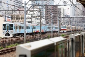 2020年6月27日 10時41分ころ。西武新宿〜高田馬場。4009Fの上り回送列車(左)と10105Fの163レ。