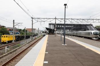 2020年6月27日 13時2分ころ。西武秩父。左から、秩父鉄道の貨物列車、4015Fの5025レ、001-G編成の26レ。