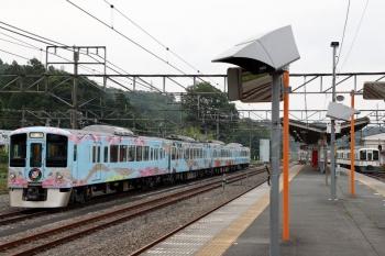 2020年6月27日 16時37分ころ。横瀬。お昼寝から復活した4009F(左)と、電留線から西武秩父駅へ向かう4023Fの下り回送列車(右端)。