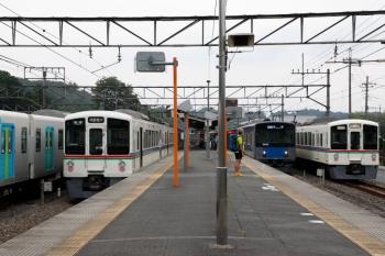 2020年6月27日 16時31分ころ。横瀬。左端から、西武秩父駅へ回送されるため電留線から出て来た4001F、20153Fの1002レ、4013Fの5039レ、S-Train用の40106F。