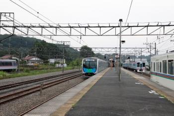2020年6月27日 17時9分ころ。横瀬。右から、1番ホームへ到着する4015Fの5041レ、西武秩父への回送を待つ4009F、40106FのS-Train 404レ、廃車となった10000系。