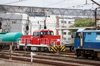 2020年7月4日 15時23分ころ。八王子。東側にある貨物駅からHD300-7牽引でタンク貨車が戻ってきました。