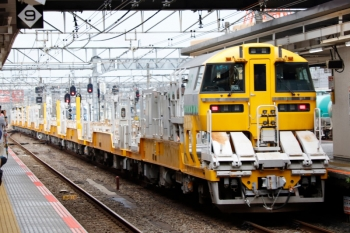 2020年7月4日 15時27分ころ。八王子。発車したレール輸送用の気動車列車。