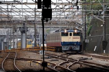 2020年7月4日 13時47分ころ。新秋津。新座貨物ターミナルへ発車したEF65-2089+西武1247Fと、取り残された西武263F(左奥)。