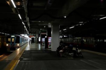2020年7月4日 11時38分ころ。所沢。1247F+263F(右)と、4番ホームから発車した4009F(52席)の下り列車。