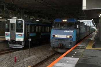 2020年7月4日 14時38分ころ。豊田。211系の上り回送列車とEH200-23牽引の下り貨物列車(87レ?)。