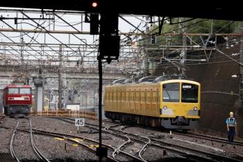 2020年7月5日 13時過ぎ。新秋津。西武線内を牽引する263Fを、1249Fへ連結する入換作業中。隣を、EH500-23が単機で南へ向かいました。