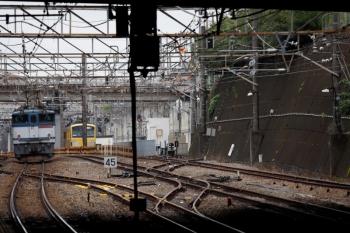 2020年7月5日 13時45分ころ。新秋津。西武線内を牽引する263Fが1249Fへ連結した30分ほど後に、JR線内を牽引したEF65-2080が単機で南へ向かいました。
