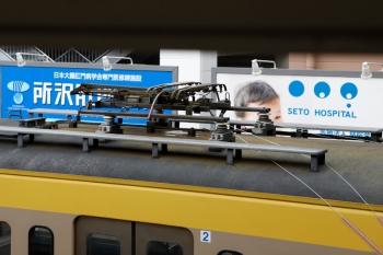 2020年7月5日 14時過ぎ。所沢。多摩川線から輸送中の1249Fは集電装置から車内へ紐がのびてました。