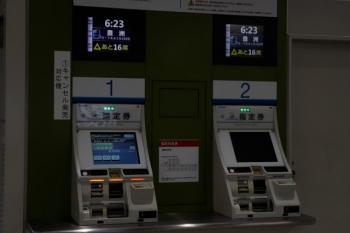2020年7月6日 5時半ころ。所沢。「あと16席」表示のS-Train指定券の自販機。
