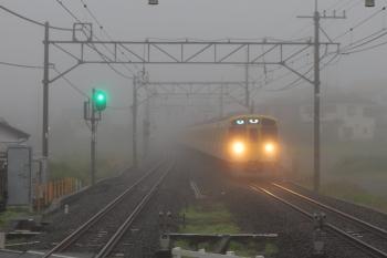 2020年7月10日。元加治。靄の中を到着する2091F+2461Fの3102レ。