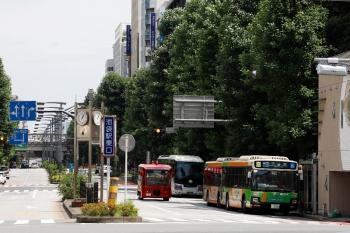 2020年7月12日 13時過ぎ。池袋駅東口。都バス2台と、西武の高速バスと、IKEBUS。
