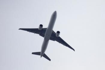 2020年7月12日 16時46分ころ。中村橋。上の写真で小さく写っていたジェット機が中村橋駅の上空を通過。