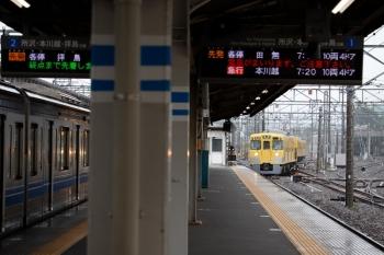 2020年7月15日。上石神井。左が発車した6102Fの5305レ、右は1番ホームへ出庫する2419F+2081F(5107レになります)。