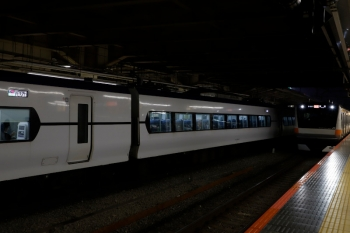 2020年7月15日。新宿。左が特急「はちおうじ7号」。
