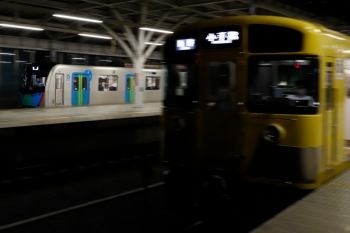 2020年7月15日。石神井公園。4番ホームを通過する40101Fの上り回送列車。右は2091Fの5211レ。