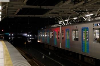 2020年7月15日。石神井公園。右手前が40105Fの上り回送列車。20000系の2186レが追い抜きます。