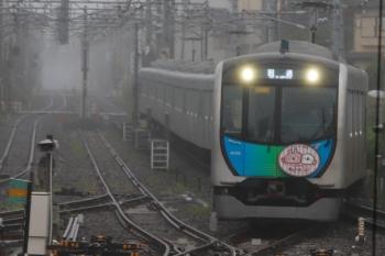 2020年7月15日 6時15分ころ。田無。中線へ到着する40152F(カナヘイ)の上り回送列車。