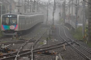 2020年7月15日 6時17分ころ。田無。中線から発車した40152F(カナヘイ)の下り回送列車。