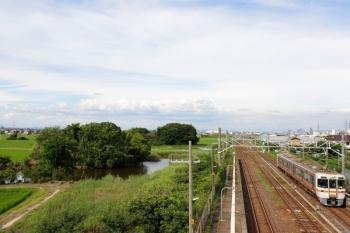 2020年7月16日 16時5分ころ。永和。313系2連の四日市ゆきの到着を跨線橋から撮影。周囲は田んぼで、池もありました。
