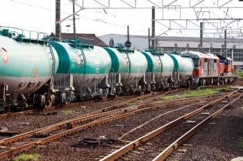 2020年7月16日 16時49分ころ。永和。DD51-1028+DF200-220牽引の8075レ。ガソリン専用のタキ1000形が7両つながっていました。
