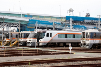 2020年7月16日。米野。近鉄の米野駅の下りホームのすぐ横はJR東海の名古屋車両区があり、キハ75形・キハ85系に混じって、HC85系がいました。