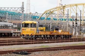 2020年7月16日。米野。近鉄の米野駅の下りホームのすぐ横の、JR東海の名古屋車両区に見えたレール輸送用のキヤ97系。