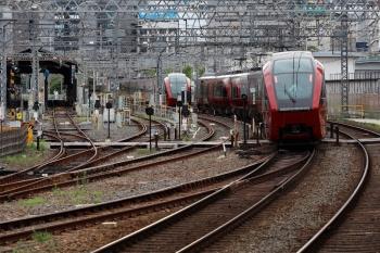 2020年7月16日。米野。右は「ひのとり57列車」用の送り込み回送列車と思います。
