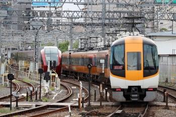 2020年7月16日。米野。新旧塗装が混結した特急車両の上り回送列車。名古屋から、折り返し賢島ゆき特急6715レになったようです。