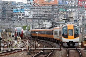 2020年7月16日。米野。新旧塗装が混結した賢島ゆき特急6715レ。