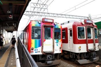 2020年7月16日。米野。名古屋から戻ってきた「地域密着 CNS号」ではなくて「地域密着 CTY号」車体広告電車(2103ほか)の中川ゆき普通と、1106ほかの名古屋ゆき普通が並びました。
