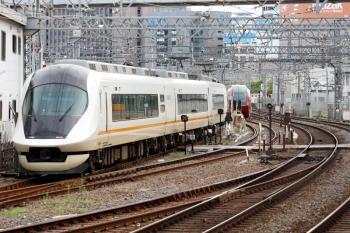 2020年7月16日 7時23分ころ。米野。名古屋駅から回送されて3号線へ入ったアーバンライナーplus(右)が、入庫します。