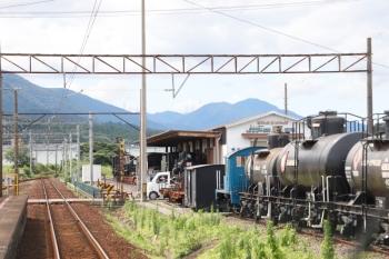 2020年7月16日 14時半ころ。丹生川。駅の横は貨物鉄道博物館。貨車や蒸気機関車が並んでました。上り列車から。