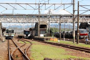 2020年7月16日。富田。211系の名古屋ゆきと、HC85系の下り試運転列車、そしてDF200-206牽引の5363レ。