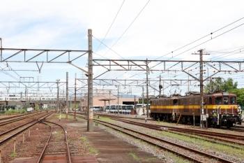 2020年7月16日 11時26分ころ。富田。三岐鉄道の電機2両が、5362レで四日市から到着した貨車に連結するため、入換中です。