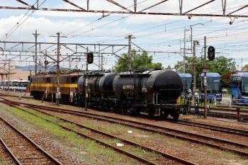 2020年7月16日 11時28分ころ。富田。5362レで四日市から到着した貨車の内、2両だけ列車から切り離し電機が入換。