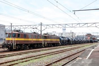 2020年7月16日 11時34分ころ。富田。貨車1両だけ抜き取って、列車として組成を戻す三岐鉄道の電機。