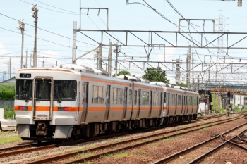 2020年7月16日 11時43分ころ。富田。キハ25形の2+2連の上り回送列車が通過。