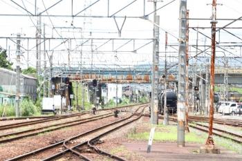 2020年7月16日 11時52分ころ。富田。ED454+ED451に牽引されセメント輸送貨車が三岐鉄道へ入っていきました。3713レです。
