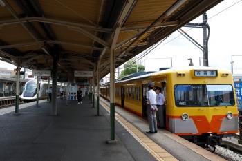 2020年7月16日 13時12分ころ。近鉄富田。以前は(国鉄)富田駅が起点でしたが、今はこちら。近鉄のアーバンライナーplus(左)と三岐鉄道1802ほかの西藤原ゆき。