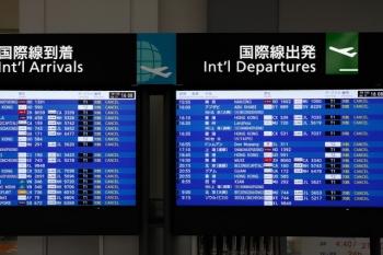 2020年7月17日 16時過ぎ。中部国際空港。国際線の到着・出発の案内表示。表示されている便はすべて欠航。