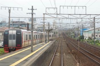 2020年7月17日 14時35分ころ。(JR東海)船町。新鵜沼ゆき特急の車内から。豊橋からしばらく、名鉄はJR飯田線と線路を共用しているのは有名ですが、その船町駅で名鉄の快速特急同士がすれ違い。