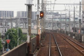 2020年7月17日 8時52分ころ。中小田井〜神小田井。閉塞信号機(注意現示)の柱にあった「無へいそく禁止」の掲示。