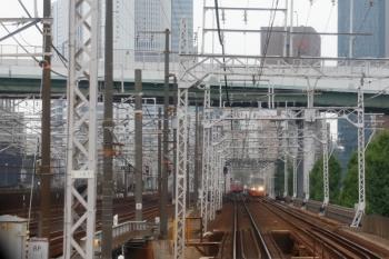 2020年7月17日 8時42分ころ。山王〜名鉄名古屋。先行列車のお尻が見えてます。名鉄名古屋駅のホームが埋まっているのでこの列車も先へ進めないかと。