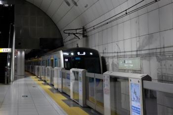 2020年7月18日 6時55分ころ。元町・中華街。西武秩父ゆきS-Trainとなる40102Fが回送で到着。