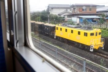 2020年7月18日 9時25分ころ。西武秩父。5020レの車内から見えた502牽引の秩父鉄道の貨物列車。