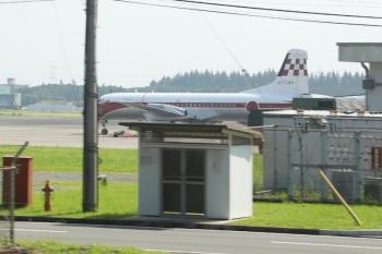 2020年7月19日。航空自衛隊・入間基地。西武池袋線の車内から見えたYS-11。